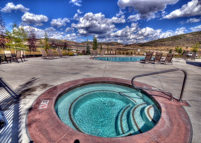 Retreat at Jordanelle Clubhouse Hot Tub (all year)