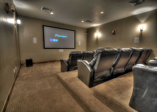 Retreat at Jordanelle Clubhouse Theater Room - Watch TV or bring a DVD (NOT IN HOME!)