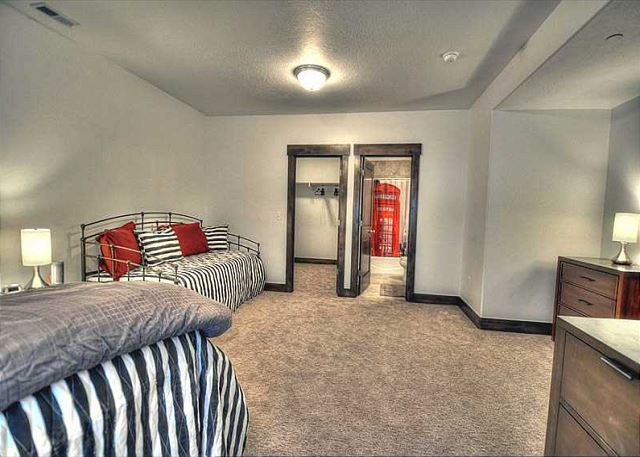 Lower Bedroom - Queen + Twin w/Twin Trundle (sleeps 4) + Private Bath & Large Walk-in Closet.