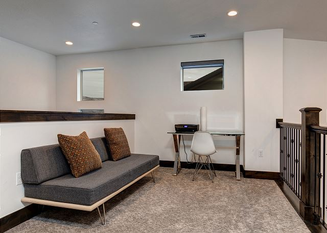 Upstairs Loft with Desk and Twin Futon