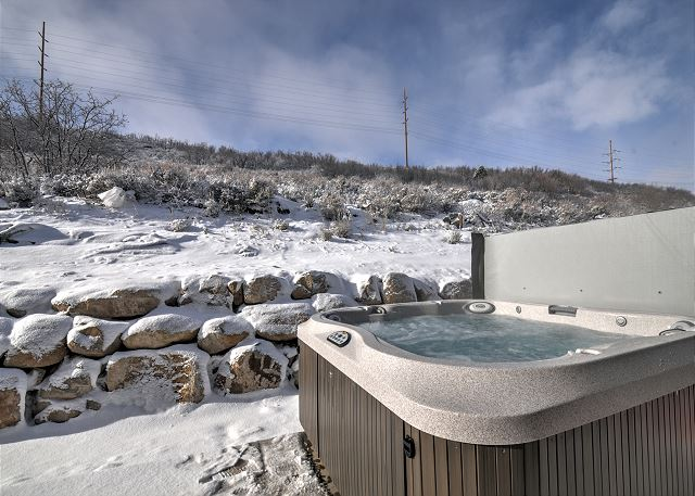 Private Hot Tub! Soak away the day...