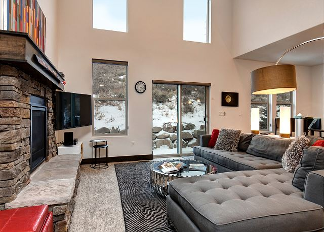 Main Living Room with Gas Fireplace, Large Sectional Sofa, TV and Private Hillside to Back of Home.
