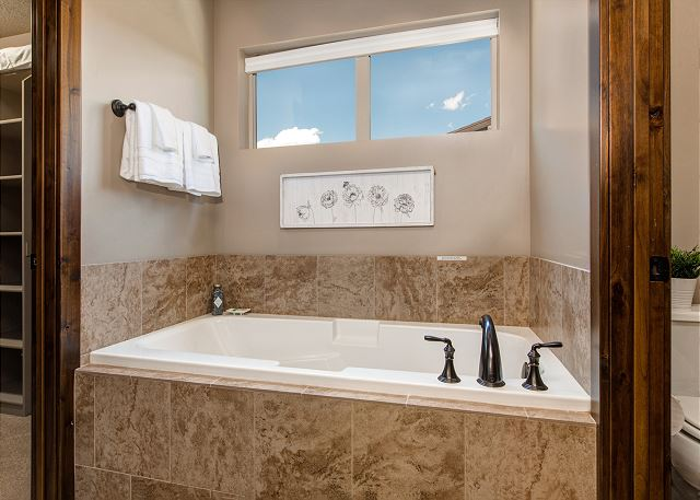 En suite master bathroom soaking tub