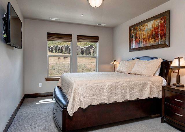 Upstairs Queen Master Bedroom with En Suite Bathroom