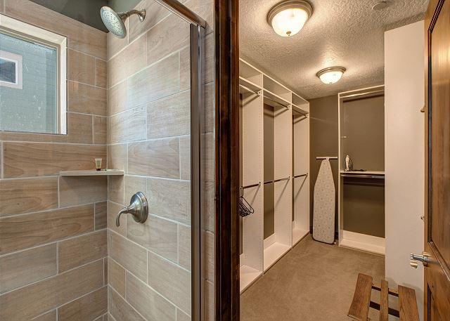Master En Suite Bathroom with Large Walk-in Shower