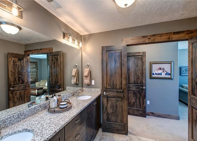 Upstairs Shared Bathroom with Tub/Shower Combo