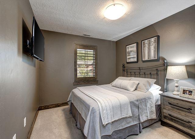 Upstairs Queen Bedroom with Smart TV
