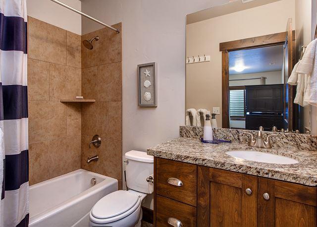 Lower Level Bunk Room: En suite bathroom, TV & XBOX