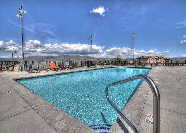 Pool (summer)