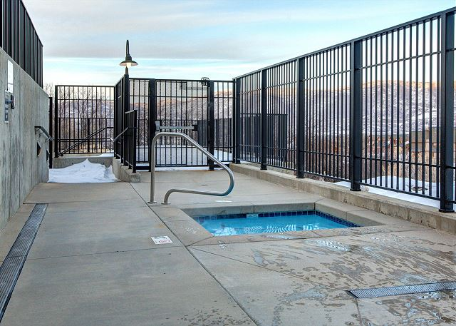 The Stillwater Lodge Hot Tub Area - 3 Hot Tubs - Open All Year!