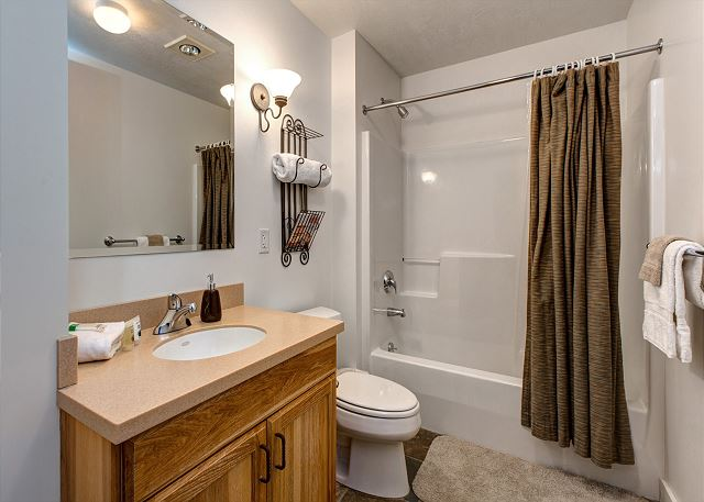 Main Full Bathroom with Tub/Shower Combo