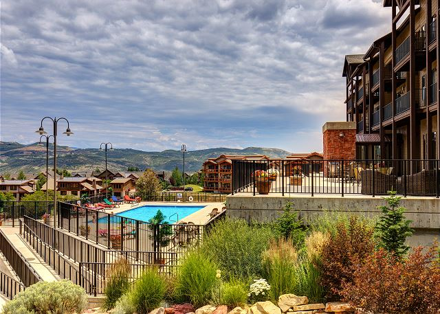 Amazing amenities and only 3 minutes to the lake or the ski gondola