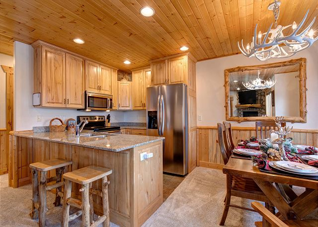 Fully Equipped Kitchen and Comfortable Dining Area