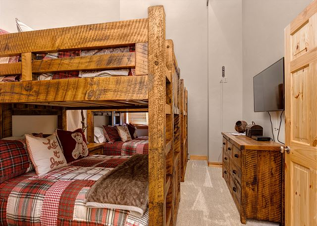 Guest Bedroom - TWO Full-over-Full Bunk Beds