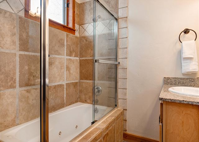 King Master En Suite Bathroom with Tub/Shower Combo