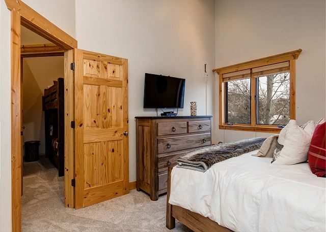 King Master with Large Smart TV and En Suite Bathroom