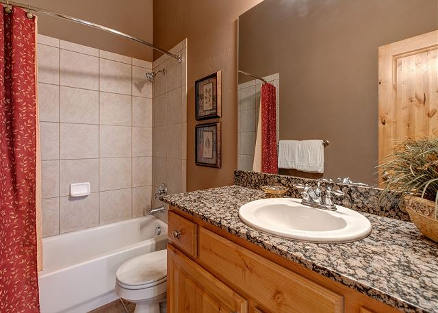 Bear Hollow Village 5431 - Park City, UT - Upstairs Shared Bathr