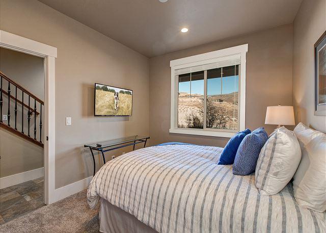 Lower level Queen bedroom with en suite bathroom