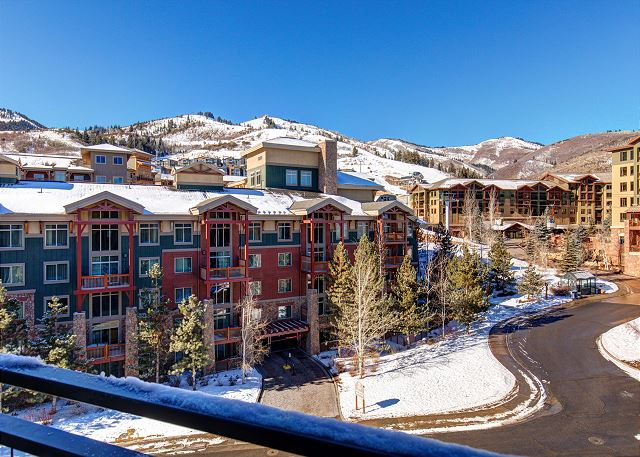 Look at these TOP Floor, Mountainside Views from unit 406!