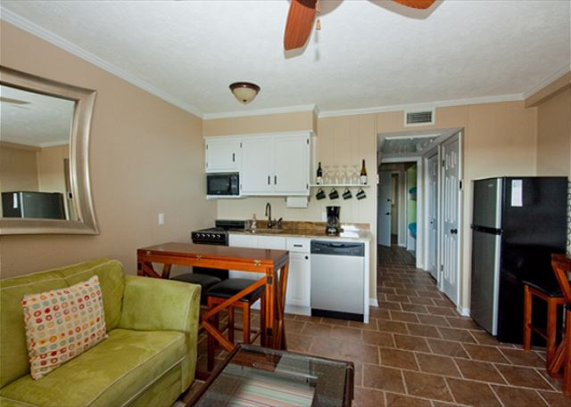 Nicely renovated seaside villa with a great view of Hilton Head best beach. Fully furnished kitchen and dining area.