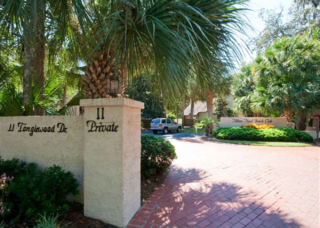 Main entrance to the Beach Club Villas from Tanglewood Drive