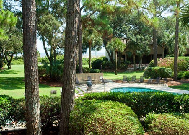Beach villas 37 south forest beach drive wbv018 for Courtyard landscaping hilton head