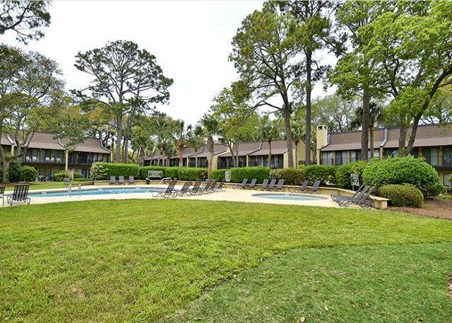 Beach villas 37 south forest beach drive wbv024 for Courtyard landscaping hilton head