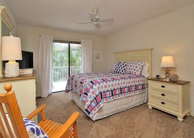 1st Floor Queen Bedroom w/ Flat Panel TV