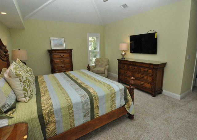 2nd Floor King Suite w/ Flat Panel TV