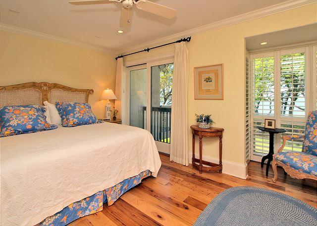 707 Schooner Court - 2nd Floor King Suite - HiltonHeadRentals.com
