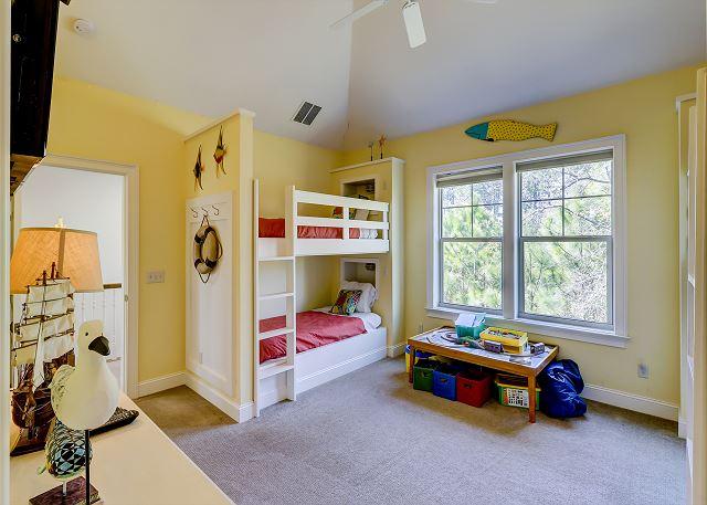 2nd Floor Bunk Suite - 4 Twins