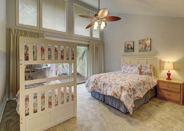 Guest Bedroom - 1 Queen/ 2 Twin Bunks - Sleeps 4