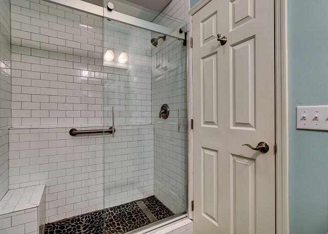 1st Floor Queen Suite Full Bathroom