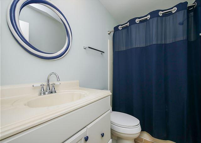 3rdf Floor Hall/Guest Full Bathroom