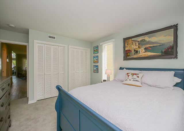 2nd FloorQueen Bedroom