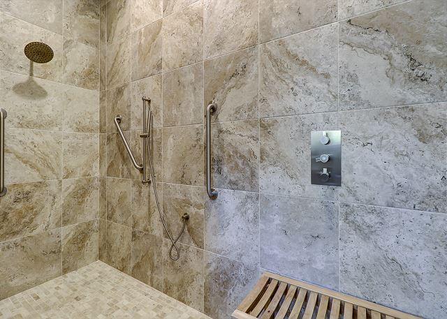 1st Floor King Suite w/ Roll In Shower