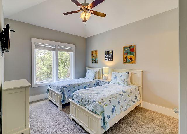 2nd Floor Guest Suite - 2 Twins