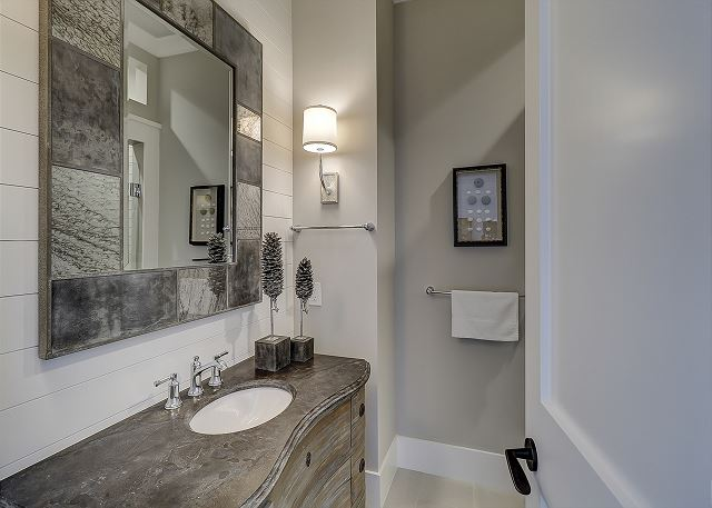 Den Full Bathroom