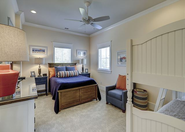 2nd Floor Guest Suite - 1 King, 1 Twin over Full Bunk