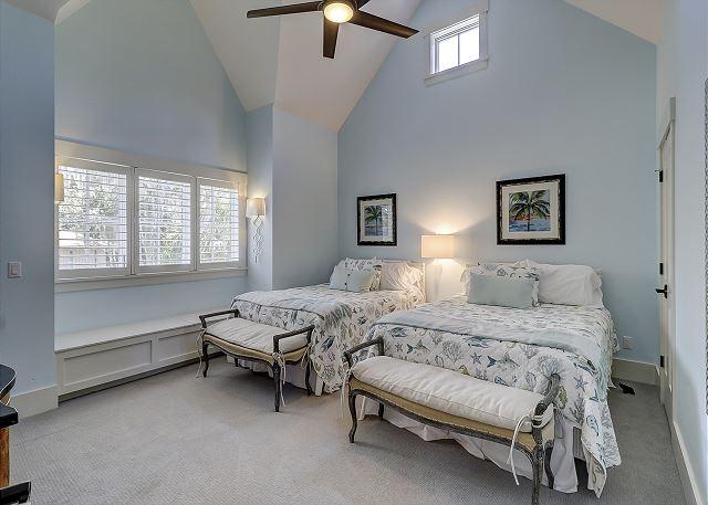 2nd Floor Guest Suite - 2 Queens