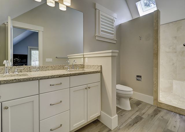2nd Floor Bunk Suite Full Bathroom