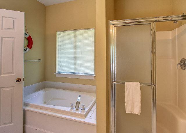 1st Floor King Suite Bath