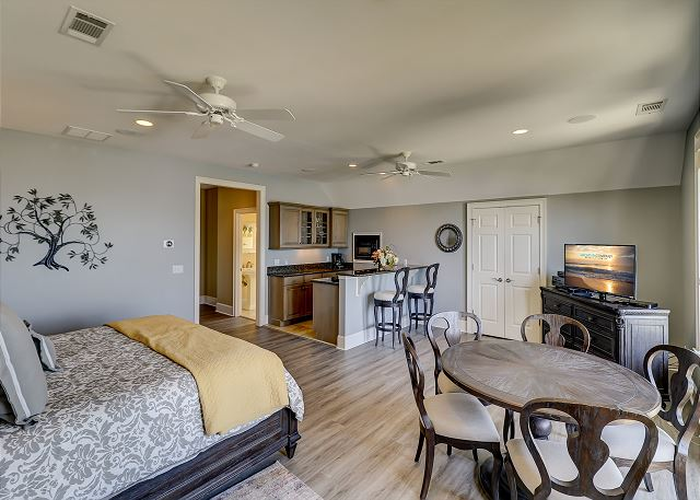 3rd Floor King Suite w/ Mini Kitchen