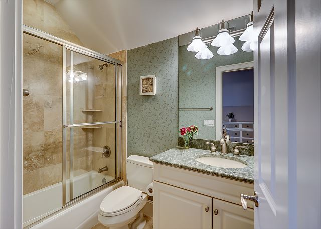 3rd Floor Guest Suite Full Bathroom