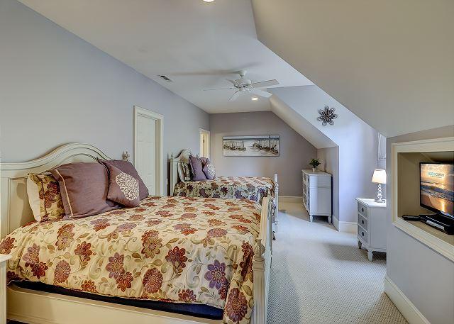 3rd Floor Guest Suite - 2 Queens