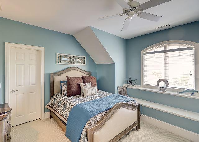 3rd Floor Queen Suite