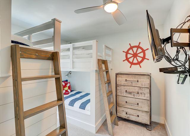 2nd Floor Bunk Bedroom - 4 Twins