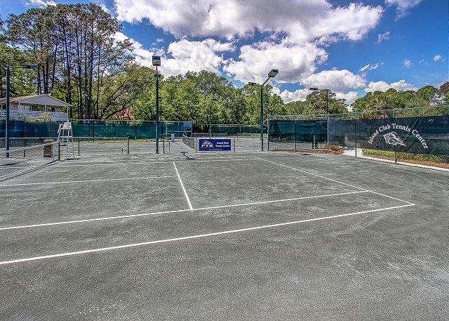 Island Club 9 Tennis Courts