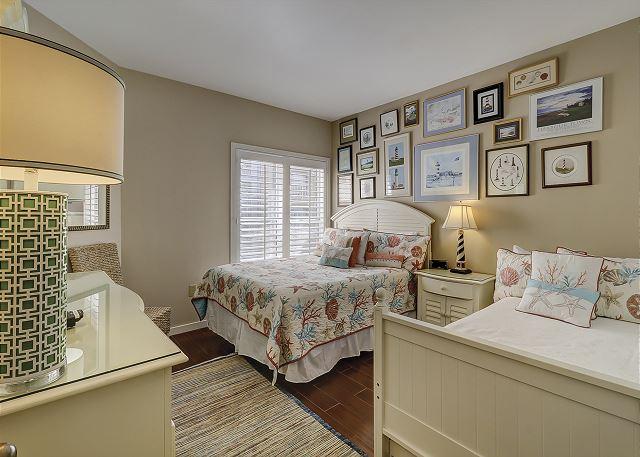 Guest Bedroom - 1 Queen & 1 Twin