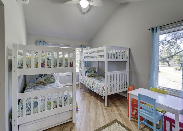 Main Floor Guest Suite - 4 Twins
